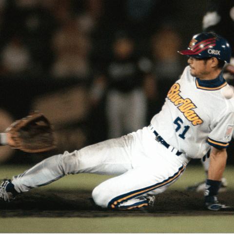 今シーズン、糸井嘉男は53個の盗塁を記録し、35歳で盗塁王に輝いた。35歳での盗塁王は、阪急の福本豊、近鉄の大石大二郎と並ぶ最年長記録。